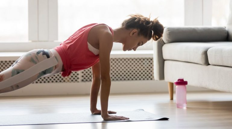 antrenamente online acasa programe de fitness la distanta exercitii online